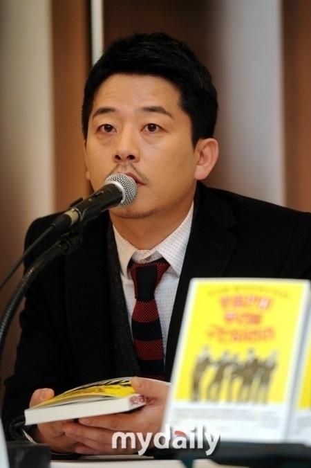 """""""事務所廃業で揺れる""""キム・ジュノ、脱税疑惑について「事実と異なる…重苦しい」関係者がコメント"""
