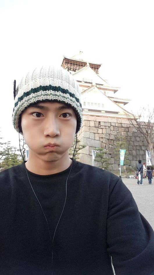 2PM テギョン、頬を膨らませて大阪城の前でポーズ「何回目ですか?」