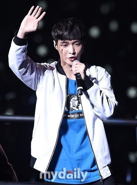 EXO レイ、日本ツアー不参加が決定「8人で開催する」…公式ホームページで発表
