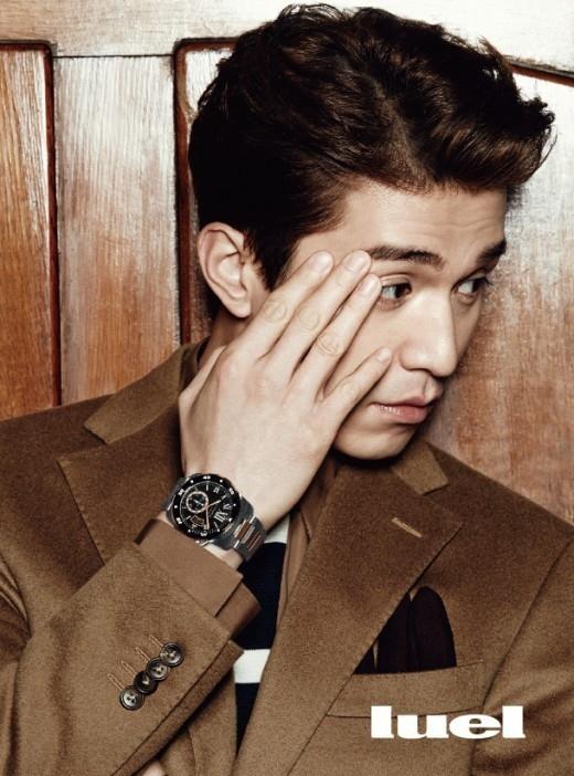 イ・ドンウク、カルティエの時計で高級感をアピール…シックな雰囲気のグラビア公開