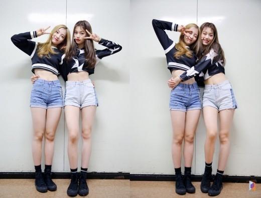 """""""まるで双子""""Weki Meki キム・ドヨン&ルーシー、すらりとした脚線美が際立つ近況写真を公開"""