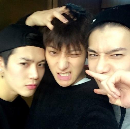 """EXO タオ&セフン&GOT7 ジャクソン、グローバルなイケメン3人組…""""やんちゃな表情"""""""