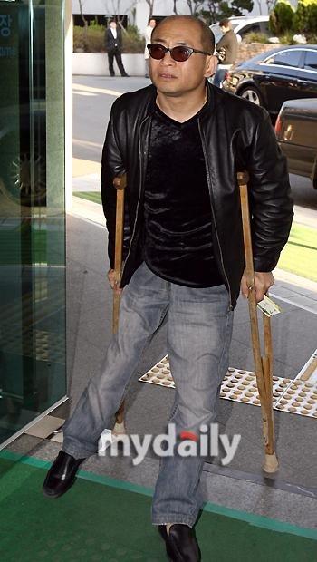 歌手チョ・ドクペ側、出所後の近況を公開…「入院後に退院、先週には公演もした」