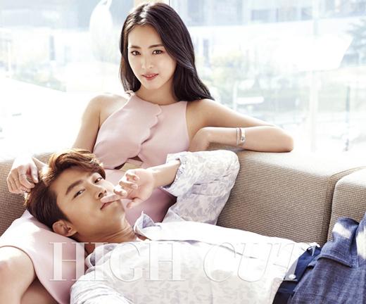 2PM テギョン&イ・ヨニ、膝枕で甘いカップルの雰囲気を演出…グラビアを公開