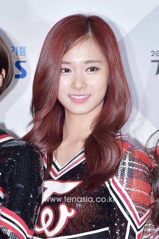 JYP側「TWICE ツウィの専属契約権の買収は事実無根\u2026本日『アイドル陸上大会』に参加する」(公式発表)