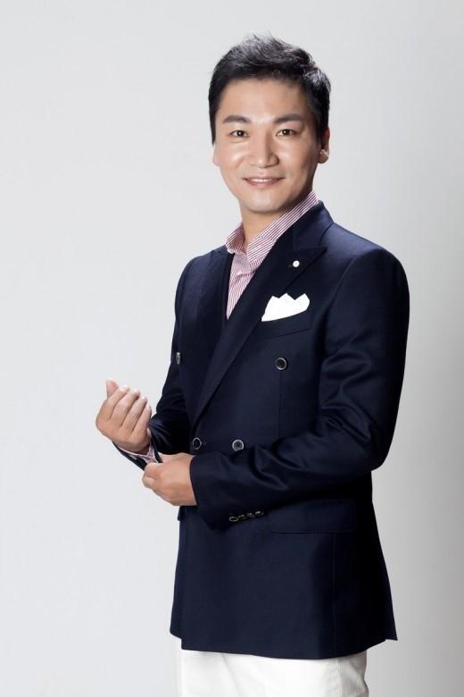 チョ・ジェユン、9歳年下のTVショッピングMCと来年2月に結婚…FNC所属歌手らが祝歌を担当