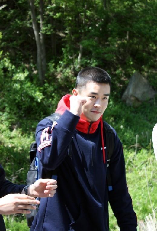 F.CUZ Jinon, Ayer (5/8) se alistaron silenciosamente ... Los fanáticos japoneses, chinos y coreanos fueron a despedirse R