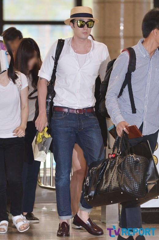 俳優ソ・ジソブが17日午前、ファンミーティングに出席するために金浦(キンポ)国際空港から日本に出国した。