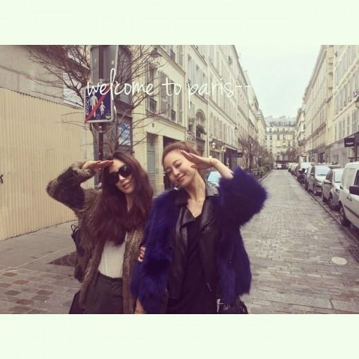 """ハン・イェスル、チョン・リョウォンとパリでのツーショットを公開""""モデルみたい"""""""