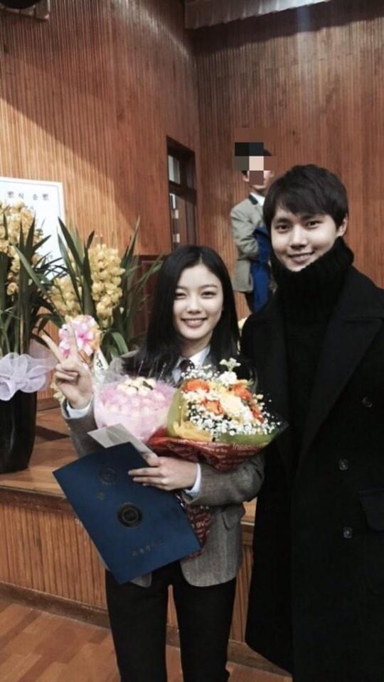 イ・ミノ、キム・ユジョンの中学卒業をお祝い…卒業式でツーショット