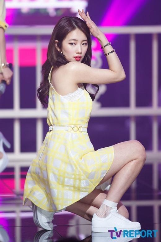 "miss A スジ、スニーカー姿でステージに立つ""足首への負担を懸念"""