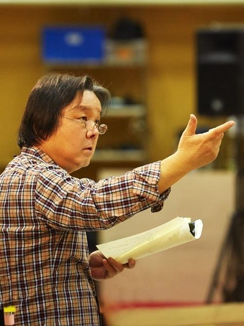 """""""舞台演出家""""栗山民也が語る「デスノート」韓国版と日本版の違いは?(総合)"""
