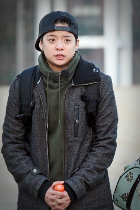 f(x) エンバ、Apink ユン・ボミら「本物の男」の撮影のため、緊張の面持ちで軍隊へ