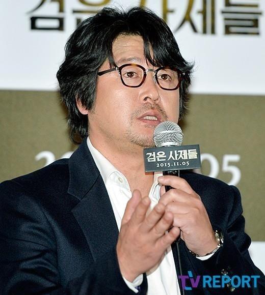 """「黒い司祭たち」キム・ユンソク""""カン・ドンウォンと毎日缶ビールを飲んだ"""""""