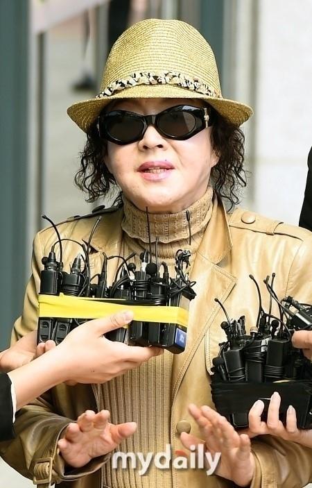 """""""セウォル号オーナーの側近""""とされるチョン・ヤンジャに横領と背任の疑いで懲役1年を求刑"""