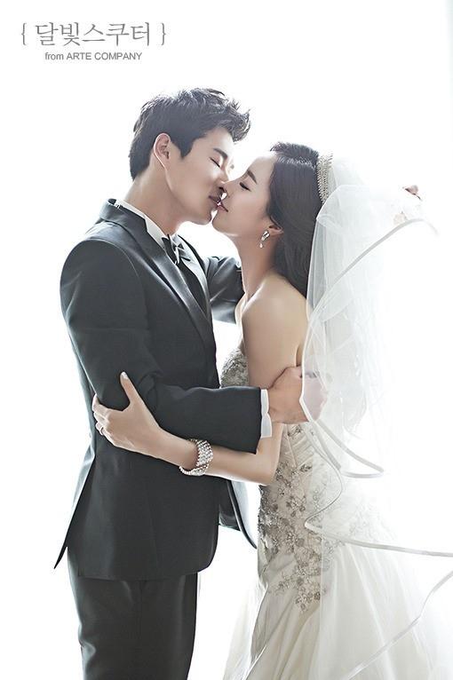 Nine Musesの元メンバーイ・ヘビン、サッカー選手イ・ギュロと12月に結婚
