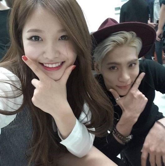 SNSに頻繁に彼女と撮った写真を掲載して、「イェリはキレイだから(キレイの韓国語はイェプダ)イェリなの?」という多少こそばゆいコメントもする。 ジョンヒョンが