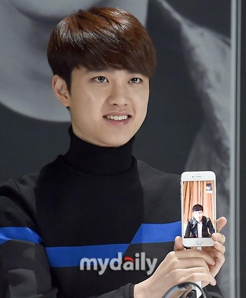 EXO レイ、映画撮影のため記者会見を欠席…ビデオ通話で参加「中国から早く帰ります」