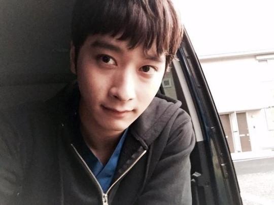 2PM チャンソン、可愛い写真と近況を公開「僕は元気です」