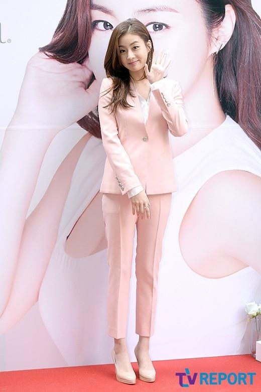 女優カン・ソラが12日午後、ソウル鍾路(チョンノ) 区通義洞(トンウィドン) のテリム美術館で開