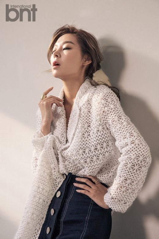 モデルのソン・ヘナ「アン・ジェヒョンとは親友…会えば平凡な話をしている」