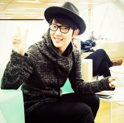 イ・ジュンギ、明るい笑顔でVサイン…空港での出国写真を公開「最善を尽くしてきます」