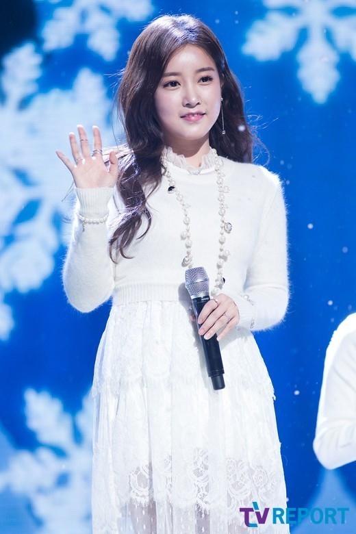 T-ARA ソヨン、再び整形疑惑?音楽番組での姿に 「顔がまた変わったみたい」