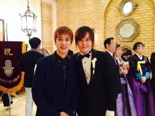 MBLAQ スンホ、キム・ギョンホとの写真を公開「兄さん、ご結婚おめでとうございます」