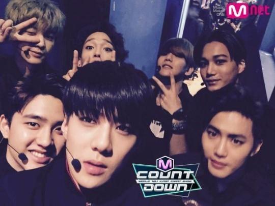 EXO、楽屋でのにぎやかな写真を公開…「M COUNTDOWN」出演前!