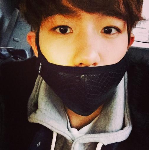 EXO ベクヒョン、マスクでも隠せないイケメンぶり「撮影待機中」