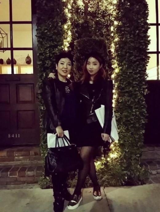 2NE1のMINZY、母親とのツーショットを公開「My Mom」