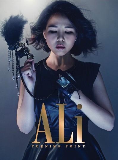 "ALi、新アルバム「TURNING POINT」ジャケット写真を公開""カリスマ性溢れる歌姫の姿"""