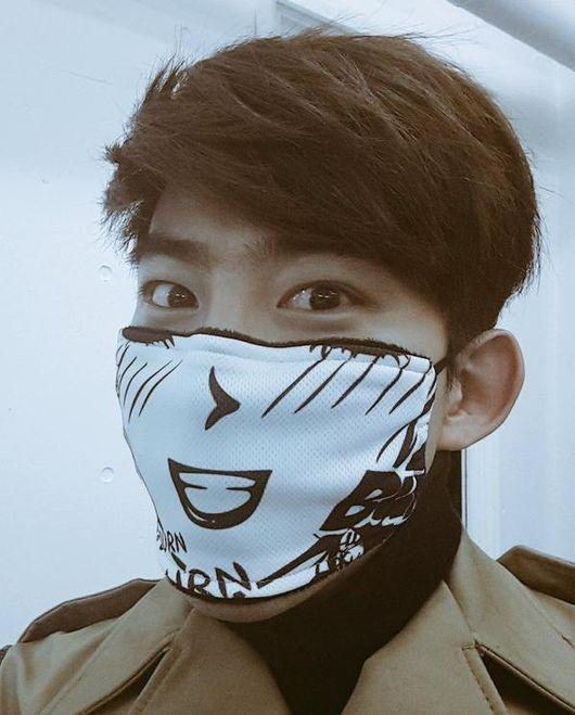 """2PM テギョン、マスクをしたやんちゃな写真を公開""""何をしても格好いい"""""""