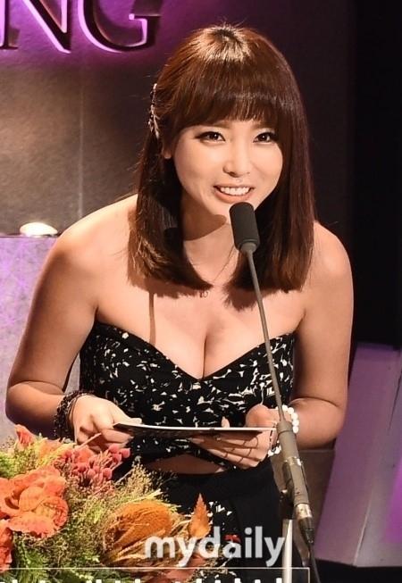 ホン・ジニョン、チャン・ユンジョンに続き「2014 KBSトロット大祝祭」のMCに抜擢