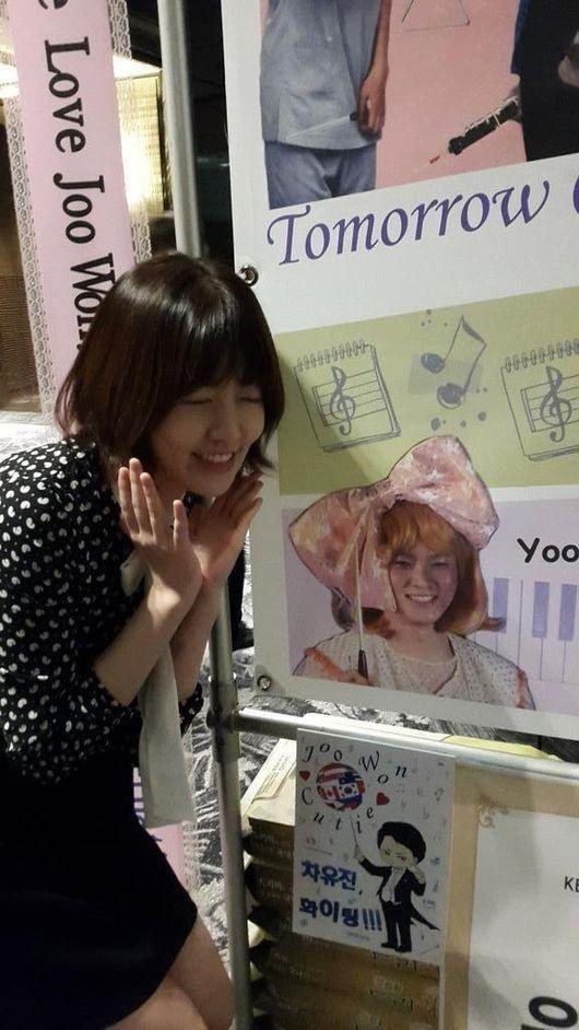韓国版「のだめ」シム・ウンギョン、チュウォンのファンに変身…米花輪の前で記念写真