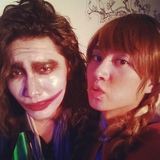 SUPER JUNIOR ヒチョル&東方神起 チャンミン、アナとジョーカーの出会い…仮装写真を公開