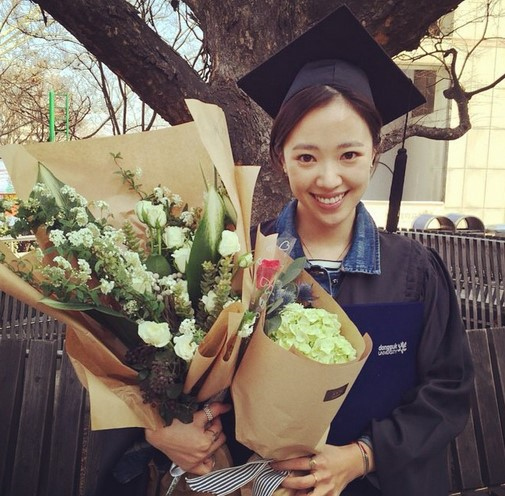 イ・チョニ、妻チョン・ヘジンの卒業写真を公開「僕の妻、大学を出た女だよ~!」
