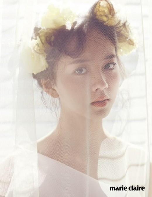 """""""人気子役""""キム・ソヒョン、16歳の花嫁に…グラビアで見せた成熟した魅力"""