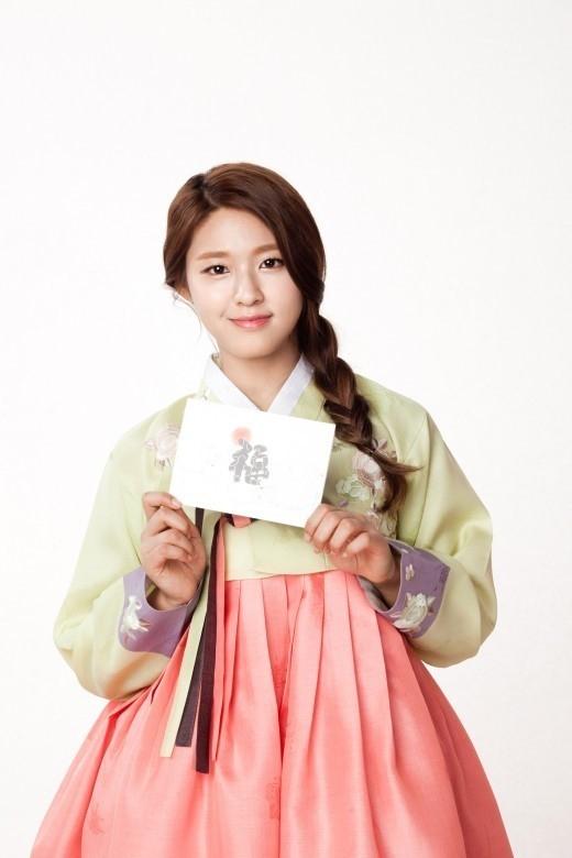 AOA ソリョン、優雅な韓服姿を披露「家族や愛する人と楽しい旧正月をお過ごしください」 - ENTERTAINMENT - 韓流・韓国芸能ニュースはKstyle