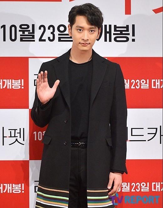 """2PM チャンソン、映画「レッドカーペット」出演理由を聞かれ""""エロ映画をどう制作するか知りたかった"""""""