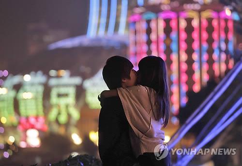 韓国女性の3割が「初デートでキスOK」日本の倍…結婚相手を選ぶ重要なポイントは?
