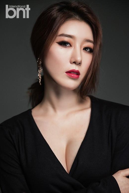 「最近、年下の人気アイドルに積極的にアプローチされている」30歳の歌手NAVIが告白