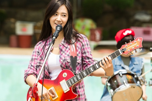 少女時代 ユリが初ソロ楽曲をポップに歌う劇中歌「BLING BLING」歌唱映像が解禁!