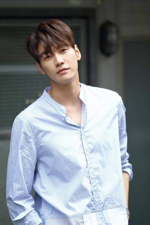 モデル出身の人気イケメン俳優キム・ヨングァン