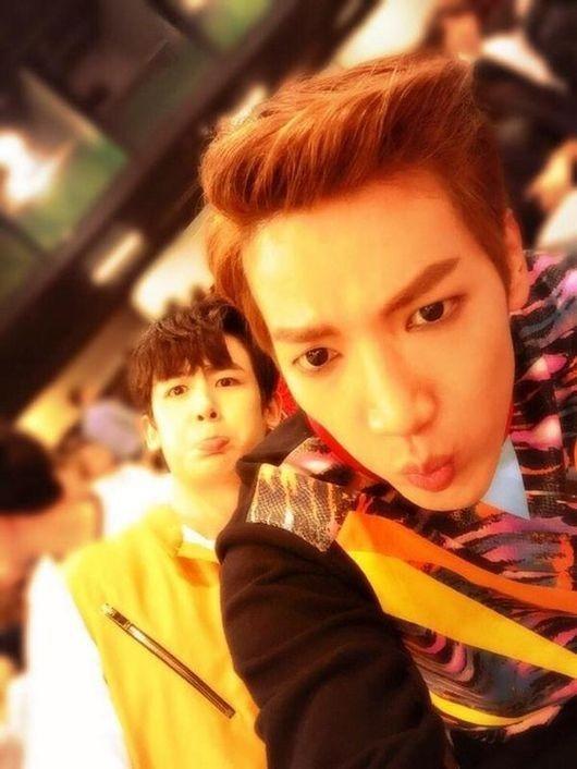 2PM ニックン&Jun. K、お茶目な表情を披露!キュートなツーショット公開