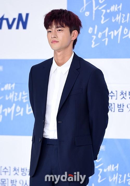 韓国版「空から降る一億の星」で主演\u2026ソ・イングク、原作の木村