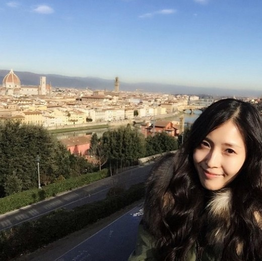"BoA、海外旅行中の近況を伝える""輝く美貌と清楚な魅力"""