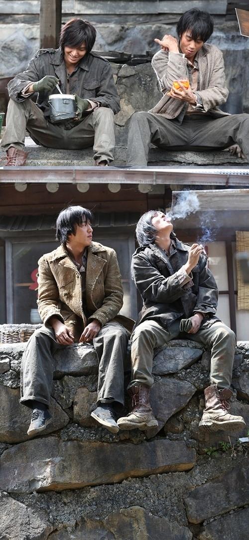 """イ・ミンホ&キム・レウォンが""""イケメン物乞い""""に変身…長髪&ボロボロの服で衝撃のビジュアルに"""
