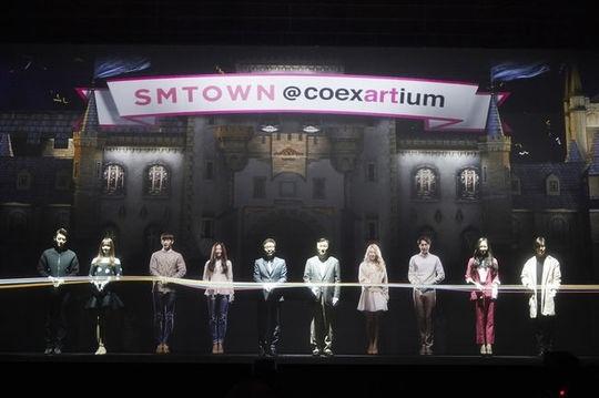 SM所属歌手から各界の有名人まで参加…複合文化空間「SMTOWN COEX ARTIUM」13日にグランドオープン式を開催