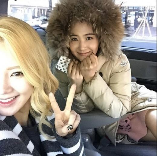 少女時代 ヒョヨン&ユリ、寒さも吹き飛ばす美貌…華やかな笑顔のツーショット公開